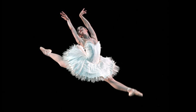 Jaquel Andrews performing in Swan Lake