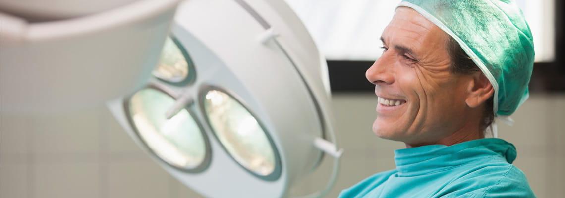 Houston Methodist surgeon prepares for surgery